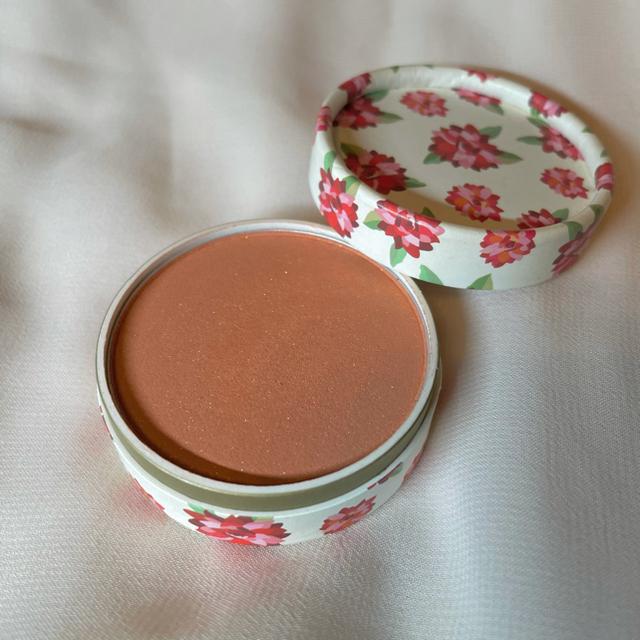 AVON(エイボン)のチーク オレンジ コスメ/美容のベースメイク/化粧品(チーク)の商品写真