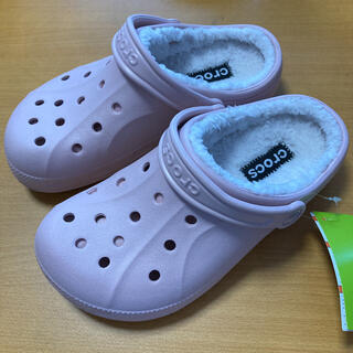 クロックス(crocs)の新品 23㎝ クロックス レイレン ラインド クロッグ ピンク ボア付き(サンダル)