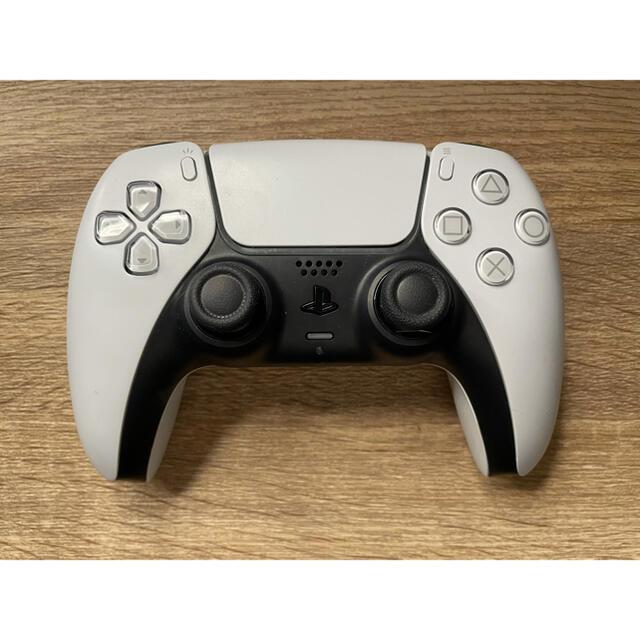 PlayStation(プレイステーション)のPS5 コントローラー 白 微ジャンク エンタメ/ホビーのゲームソフト/ゲーム機本体(家庭用ゲーム機本体)の商品写真