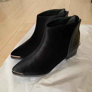 ショートブーツ 黒 ゴールド シンプル ローヒール(ブーツ)