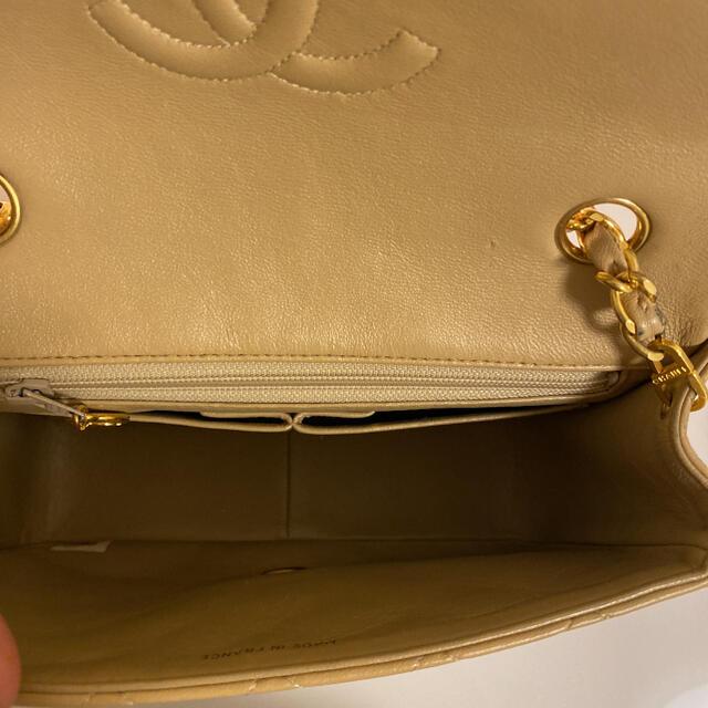 CHANEL(シャネル)のCHANEL ミニマトラッセ ベージュ レディースのバッグ(ショルダーバッグ)の商品写真