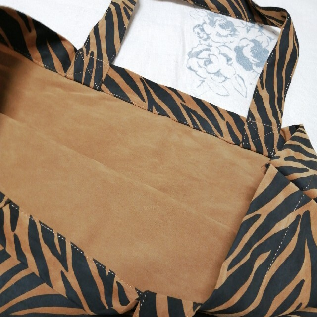L'Appartement DEUXIEME CLASSE(アパルトモンドゥーズィエムクラス)のL'Appartementアパルトモン ノベルティ15周年 ゼブラ トートバッグ レディースのバッグ(エコバッグ)の商品写真