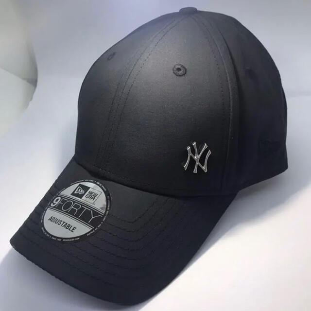 NEW ERA(ニューエラー)のニューエラ キャップ NY ヤンキース 黒 ワンポイント メタル ロゴ ブラック メンズの帽子(キャップ)の商品写真