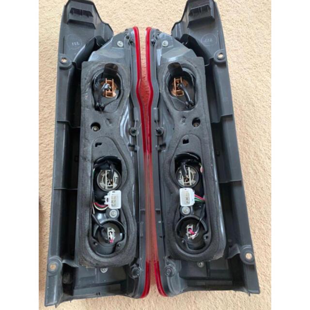 6型 ハイエース 純正テールランプ 新車外し 自動車/バイクの自動車(車種別パーツ)の商品写真
