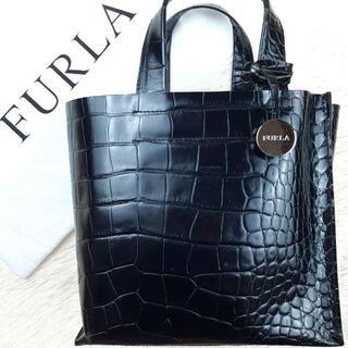 フルラ(Furla)の【美品】フルラ サリー ハンドバッグ クロコ型押し ロゴチャーム 黒(ハンドバッグ)