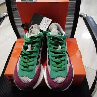 28 Sacai × Nike VaporWaffle ヴェイパーワッフル(スニーカー)