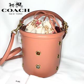 コーチ(COACH)の【新品】COACH ショルダーバッグ バケット グロメッツ ライトピーチ(ショルダーバッグ)