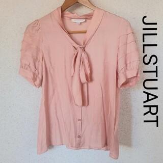 ジルスチュアート(JILLSTUART)のJILLSTUART ピンク ボウタイ ブラウス(シャツ/ブラウス(半袖/袖なし))