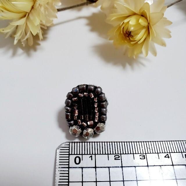 ビーズ刺繍ピアス* No.14 メタリックシルバー ハンドメイドのアクセサリー(ピアス)の商品写真