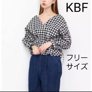 ケービーエフ(KBF)のKBF ギンガムチェック カシュクール ブラウス トップス(シャツ/ブラウス(長袖/七分))