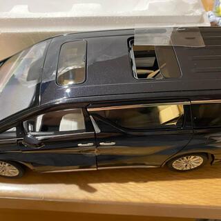 トヨタ(トヨタ)の右ハンドル仕様 ヴェルファイア ミニバン 1/18 ダイキャスト製ミニカー 黒(ミニカー)