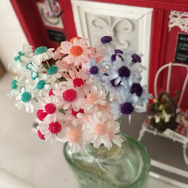 スターフラワーミニ   加工花材  キャンディキャンディ   茎付き50本➕α ハンドメイドの素材/材料(各種パーツ)の商品写真