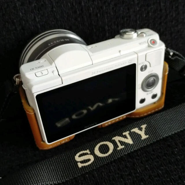 SONY(ソニー)のSONY α5100 ミラーレス一眼レフカメラ スマホ/家電/カメラのカメラ(ミラーレス一眼)の商品写真