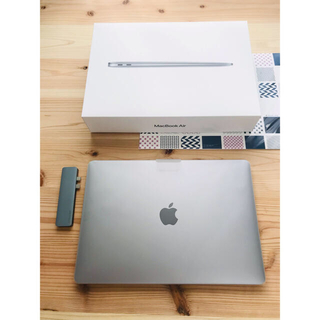 Apple - ほぼ新品/保証来年3月まで MacBook air M1 【1万円の付属品付き】