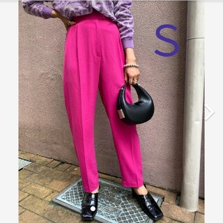 アメリヴィンテージ(Ameri VINTAGE)の新品タグ付 GEORGETTE TAPERED PANTS 紫 ピンク S(カジュアルパンツ)