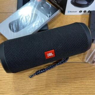 新しいJBL FLIP 4 Bluetoothスピーカブラック。