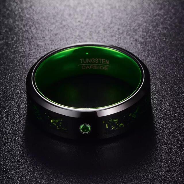 売り切れ御免! メンズリングタングステン炭素繊維 緑 グリーン  18号 メンズのアクセサリー(リング(指輪))の商品写真