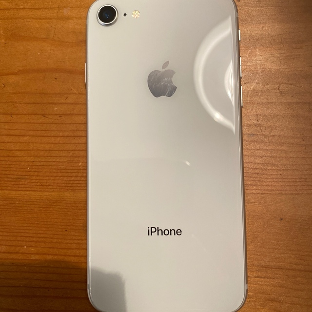 iPhone(アイフォーン)のiPhone8 silver 64GB SIMロック解除済み スマホ/家電/カメラのスマートフォン/携帯電話(スマートフォン本体)の商品写真