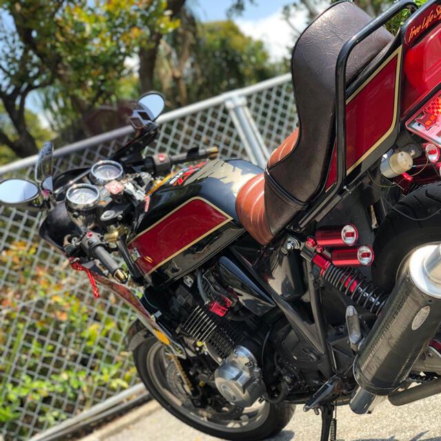カワサキ(カワサキ)のZRX400 チョビ三段シート 自動車/バイクのバイク(パーツ)の商品写真