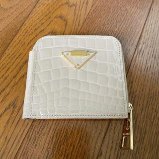 アタオ(ATAO)のイアンヌ  二つ折りお財布 パル エナメル クロコ  ベージュ 美品(財布)