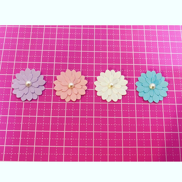 クラフトパンチ お花4種 100枚 No.2 ハンドメイドの素材/材料(各種パーツ)の商品写真
