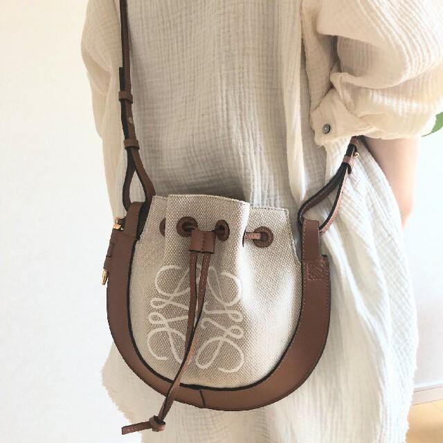 LOEWE(ロエベ)の【新品正規品】 LOEWE アナグラム ホースシューバッグ スモール レディースのバッグ(ショルダーバッグ)の商品写真