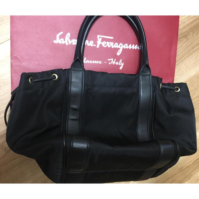 Salvatore Ferragamo(サルヴァトーレフェラガモ)のフェラガモ  トートバッグ リボン バッグ ブラック 黒 レディースのバッグ(トートバッグ)の商品写真