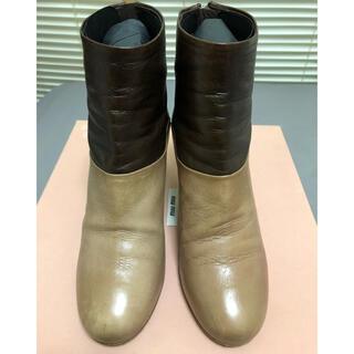 ミュウミュウ(miumiu)のmiumiu バナナヒール ショートブーツ(ブーツ)