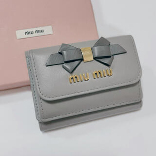 miumiu - 《美品》miumiu バイカラー ミニ財布 リボン グレー