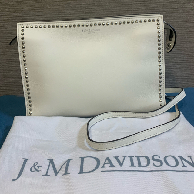 J&M DAVIDSON(ジェイアンドエムデヴィッドソン)のJ&M DAVIDSON  ELLE WITH STUDS ホワイト レディースのバッグ(ショルダーバッグ)の商品写真