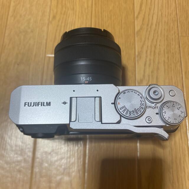 富士フイルム(フジフイルム)のx-e4 レンズキット おまけ付き スマホ/家電/カメラのカメラ(ミラーレス一眼)の商品写真
