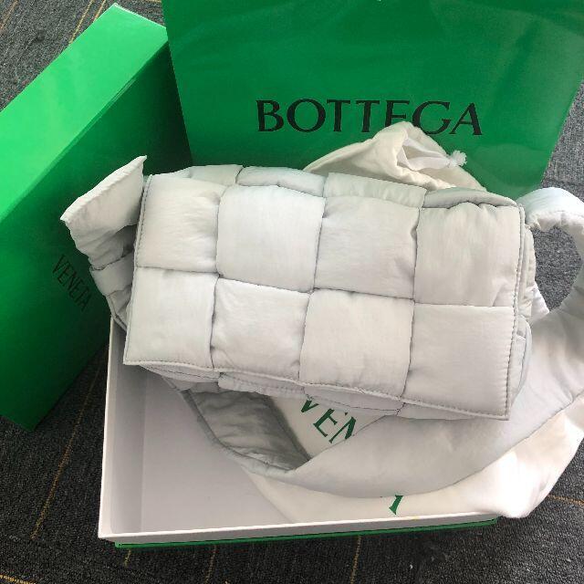 Bottega Veneta(ボッテガヴェネタ)のBOTTEGA VENETA ザ・パデッド テック レディースのバッグ(ショルダーバッグ)の商品写真