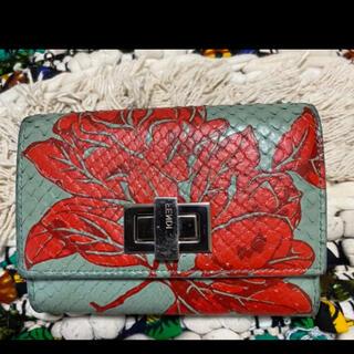 フェンディ(FENDI)のFENDI 確実正規品 パイソン蛇柄ピーカーブー折り畳み財布花柄(財布)