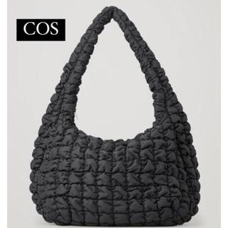 COS - 新品美品COSキルティングショルダーバッグ(ダークネイビー)