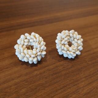 FELISSIMO - フェリシモ サニークラウズ 雪玉リースの耳飾り(イヤリング)