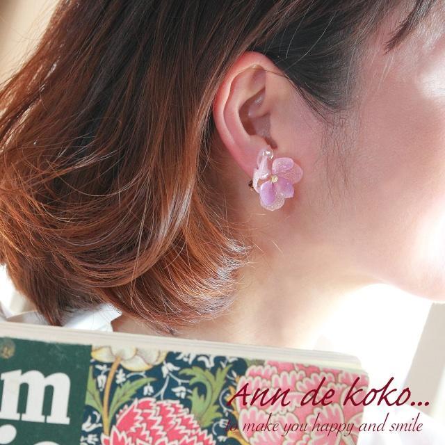 ピンク×パープル紫陽花の重ねピアス ハンドメイドのアクセサリー(ピアス)の商品写真