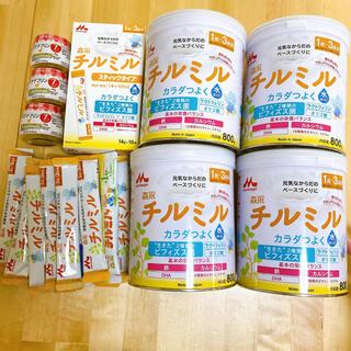 モリナガニュウギョウ(森永乳業)の森永ミルク チルミル 大缶 4缶とスティックセット おまけ付き(その他)
