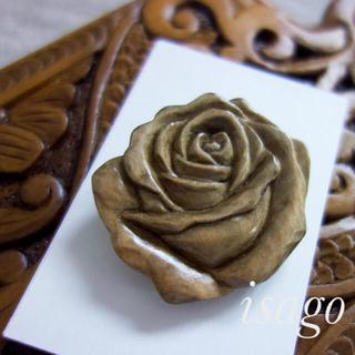 木彫り薔薇ブローチ(コサージュ/ブローチ)