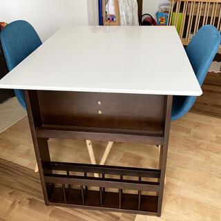 ニトリ(ニトリ)の伸縮 ダイニングテーブル イームズチェア 2脚 セット(ダイニングテーブル)