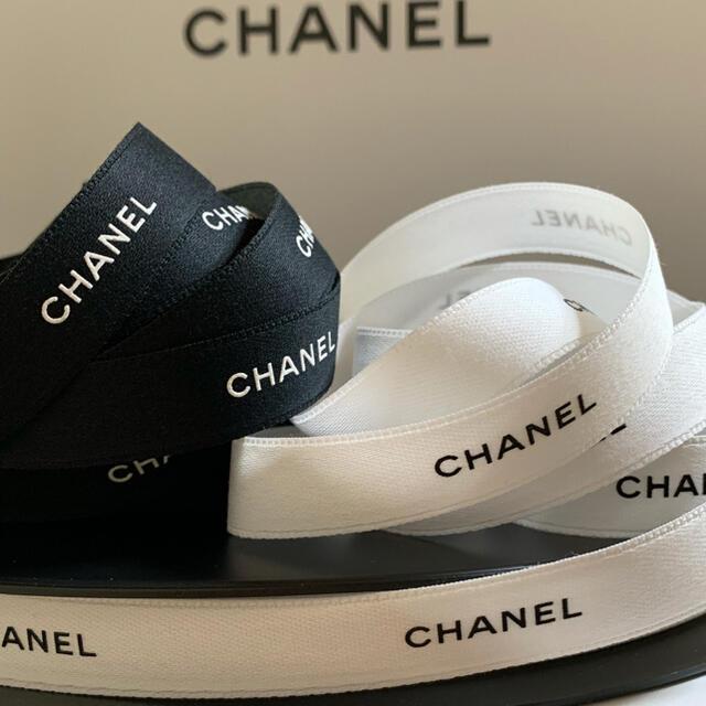 CHANEL(シャネル)の1.5cm幅 CHANEL ラッピング リボン 2m インテリア/住まい/日用品のオフィス用品(ラッピング/包装)の商品写真