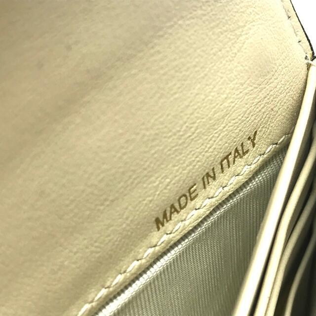 VALENTINO(ヴァレンティノ)のヴァレンティノ ロックスタッズ L字ファスナー フラップ 二つ折り長財布 レディースのファッション小物(財布)の商品写真