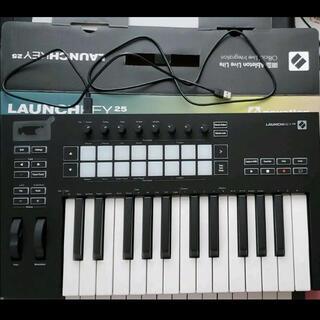 novation launchkey25 mk3(MIDIコントローラー)