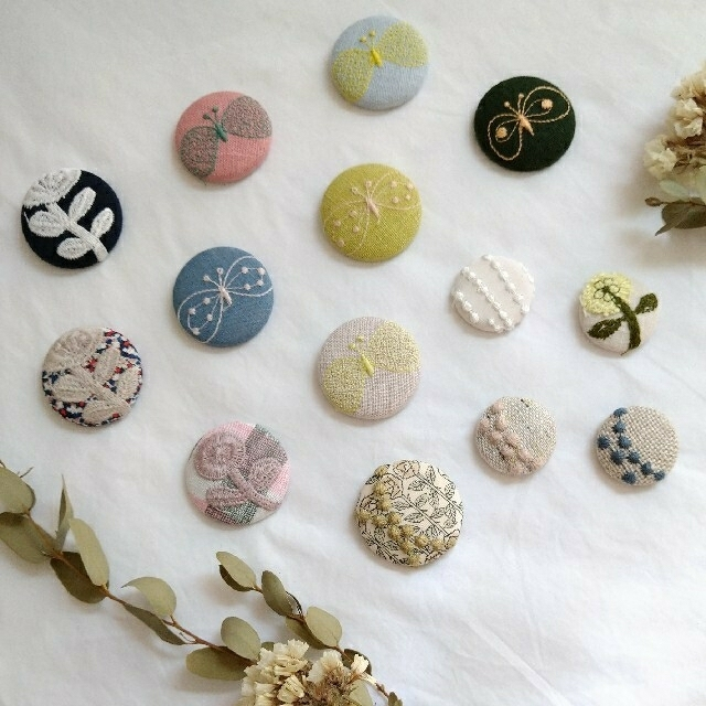 mina perhonen(ミナペルホネン)のHand made ミナペルホネン くるみボタン ハンドメイドのアクセサリー(ヘアアクセサリー)の商品写真