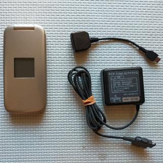 エヌティティドコモ(NTTdocomo)のf08c らくらくホン ゴールド(携帯電話本体)