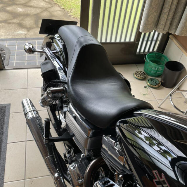 Harley Davidson(ハーレーダビッドソン)のハーレー純正オプションシート FXDダイナ06年 ガンファイター バットランダー 自動車/バイクのバイク(パーツ)の商品写真