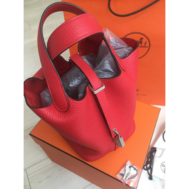 Hermes(エルメス)のほぼ新品 エルメス ピコタン pm 赤 HERMES バーキン ケリー エヴリン レディースのバッグ(ハンドバッグ)の商品写真
