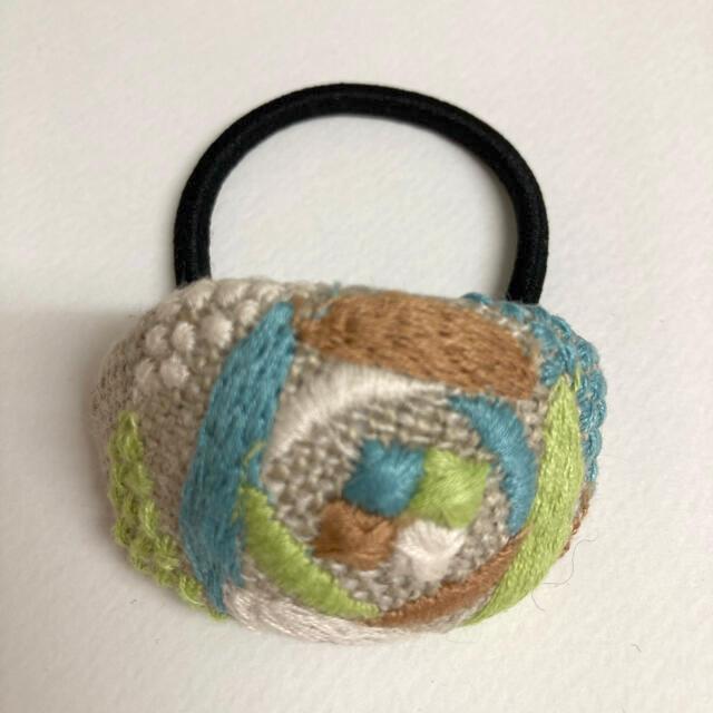 mina perhonen(ミナペルホネン)のミナペルホネン ヘアゴム handmade sand rose グリーン ハンドメイドのアクセサリー(ヘアアクセサリー)の商品写真