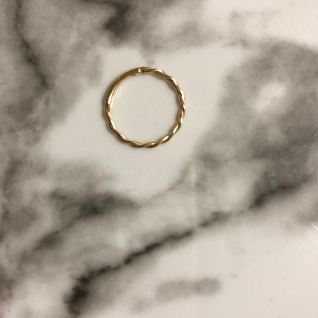 agete(アガット)のk10 YG ジュエッテ ねじり ピンキーリング ✨ 3号 レディースのアクセサリー(リング(指輪))の商品写真