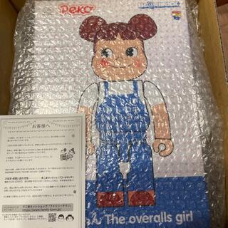 不二家 - BE@RBRICK ペコちゃんThe overalls girl100%400%
