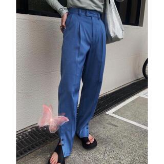 アメリヴィンテージ(Ameri VINTAGE)の新品完売AMERI アメリ COLOR TAPERED TUCK PANTS(カジュアルパンツ)